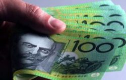 money-bank-notes-australian-100-bills-in-hand-image-www.money-au.com_
